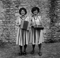 https://www.leahgordon.co.uk:443/files/gimgs/th-35_traditions10.jpg